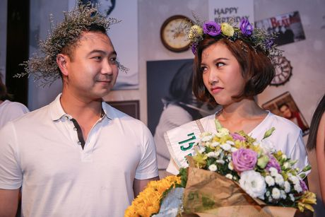 Thuy Van bat khoc khi ban trai dai gia bat ngo du sinh nhat - Anh 7