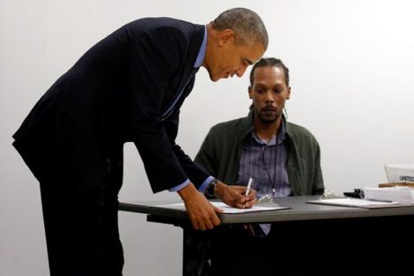 Obama tuoi cuoi bo phieu som bau nguoi ke nhiem - Anh 1