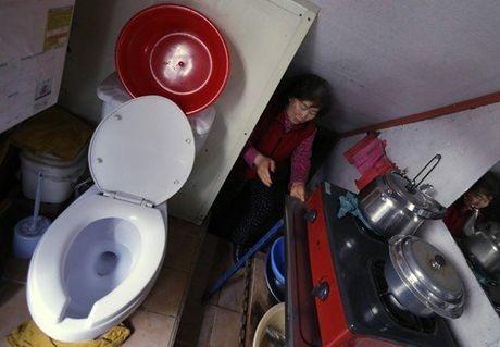 Bi mat trong nhung can nha nho hon WC tren khap the gioi (P2) - Anh 5