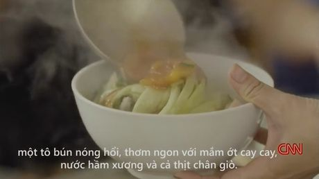 """Ve """"dac san ky quac"""" bun mang chao chui o Ha Noi: Ban su xuc pham thi ai se mua? - Anh 4"""