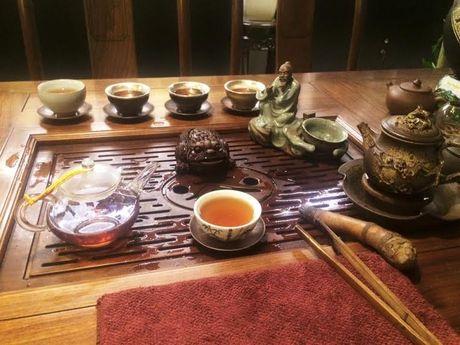 Thu do 'sang chanh' giong HH Ngoc Han trong quan cafe thien - Anh 2
