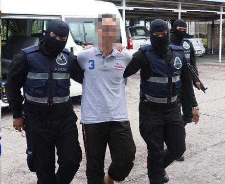 Malaysia bat giu 16 nghi pham khung bo - Anh 1