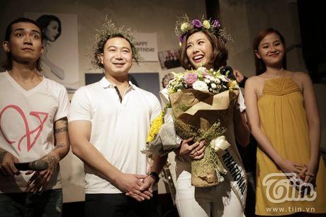 Thuy Van hanh phuc ben ban trai dai gia trong buoi offline fan - Anh 11