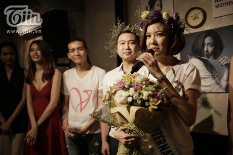 Thuy Van hanh phuc ben ban trai dai gia trong buoi offline fan - Anh 12