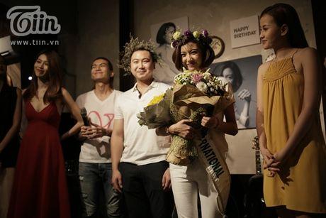 Thuy Van hanh phuc ben ban trai dai gia trong buoi offline fan - Anh 13