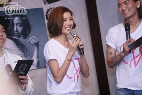 Thuy Van hanh phuc ben ban trai dai gia trong buoi offline fan - Anh 2