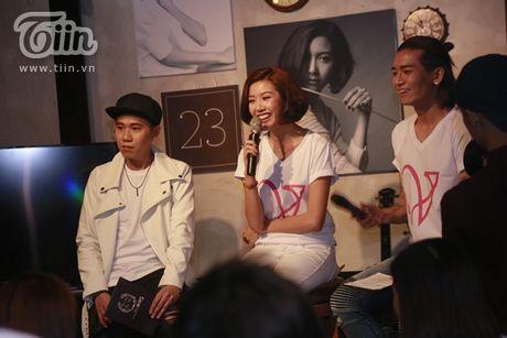 Thuy Van hanh phuc ben ban trai dai gia trong buoi offline fan - Anh 5