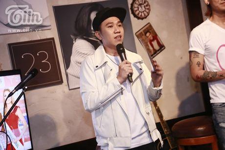Thuy Van hanh phuc ben ban trai dai gia trong buoi offline fan - Anh 6