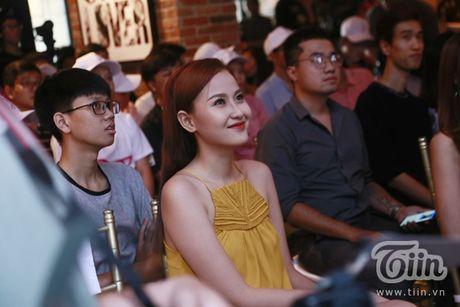 Thuy Van hanh phuc ben ban trai dai gia trong buoi offline fan - Anh 8