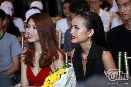 Thuy Van hanh phuc ben ban trai dai gia trong buoi offline fan - Anh 9