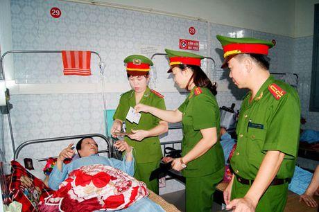 Cong an Hoa Binh voi 'nu cuoi cong so' - Anh 1