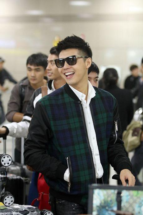 Vua xong 'Giong hat Viet nhi', Noo Phuoc Thinh tat bat ra san bay di Busan - Anh 10