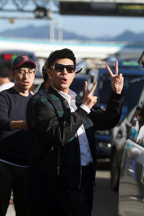 Vua xong 'Giong hat Viet nhi', Noo Phuoc Thinh tat bat ra san bay di Busan - Anh 5