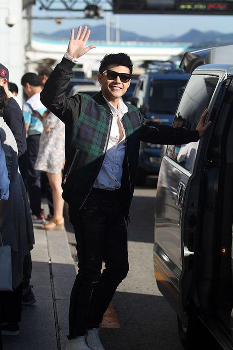 Vua xong 'Giong hat Viet nhi', Noo Phuoc Thinh tat bat ra san bay di Busan - Anh 8