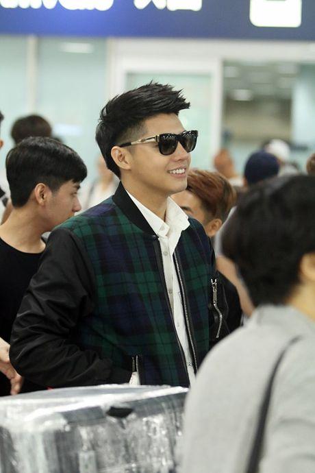 Vua xong 'Giong hat Viet nhi', Noo Phuoc Thinh tat bat ra san bay di Busan - Anh 9