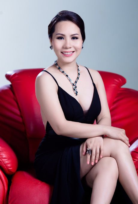 Tiet lo bi mat ngon tay deo nhan cua Nu hoang Kim Chi - Anh 5