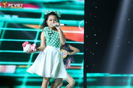 Liveshow 4 'The Voice Kids': Chiara, Bang Giang 'nam tay' nhau ra ve trong tiec nuoi - Anh 15