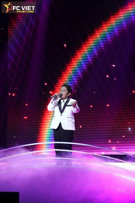 Liveshow 4 'The Voice Kids': Chiara, Bang Giang 'nam tay' nhau ra ve trong tiec nuoi - Anh 17