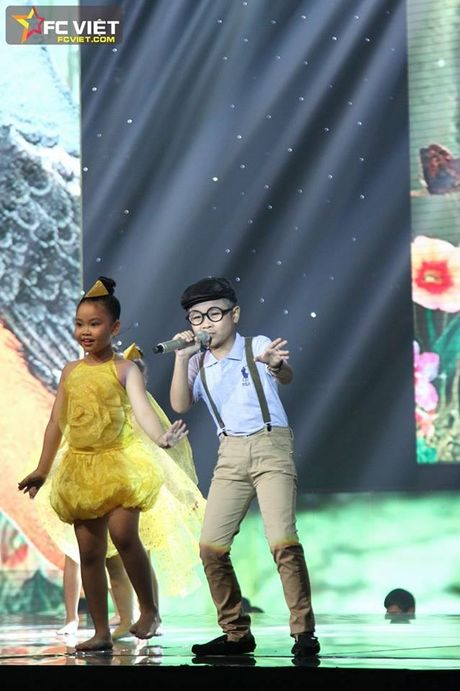 Liveshow 4 'The Voice Kids': Chiara, Bang Giang 'nam tay' nhau ra ve trong tiec nuoi - Anh 20