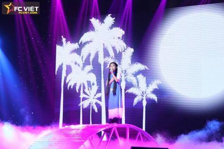Liveshow 4 'The Voice Kids': Chiara, Bang Giang 'nam tay' nhau ra ve trong tiec nuoi - Anh 5