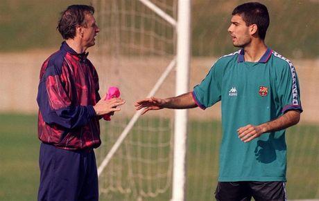 Guardiola tung bi Cruyff che cham chap hon ca ba lao - Anh 1