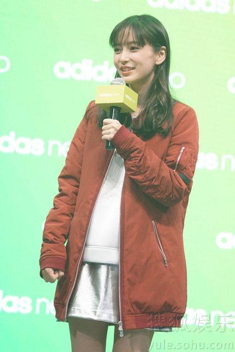 Huynh Hieu Minh lai lam hanh dong dam chat ngon tinh nhan ky niem 1 nam ngay cuoi - Anh 2