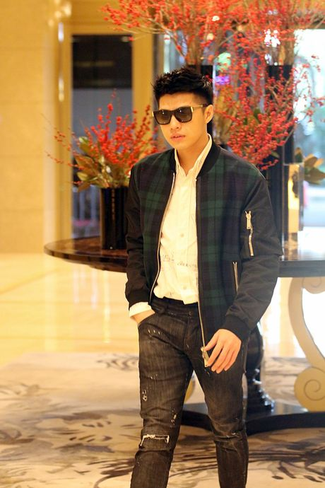 Mac lich trinh day dac, Noo Phuoc Thinh van tuoi roi khi den Han Quoc sang som nay! - Anh 10