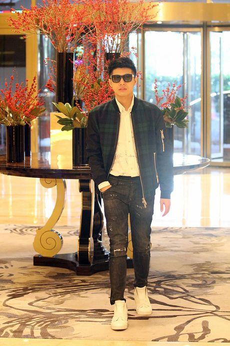 Mac lich trinh day dac, Noo Phuoc Thinh van tuoi roi khi den Han Quoc sang som nay! - Anh 9