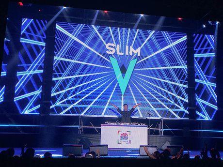 SlimV doi non la, gay an tuong tai 'Asia Song Festival' - Anh 2