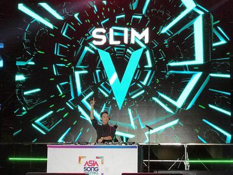 SlimV doi non la, gay an tuong tai 'Asia Song Festival' - Anh 3