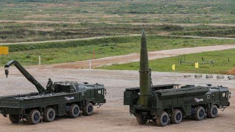 Nga dua ten lua hat nhan ap sat bien gioi NATO - Anh 2