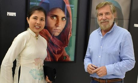 Hoa si Nguyen Thu Thuy mang anh Truong Sa den Duc - Anh 4