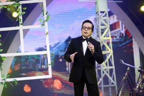 Elvis Phuong phong do tren san khau du 71 tuoi - Anh 1