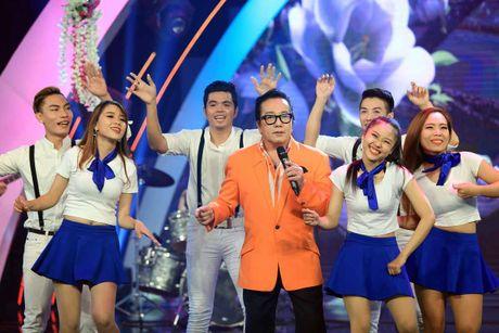 Elvis Phuong phong do tren san khau du 71 tuoi - Anh 4
