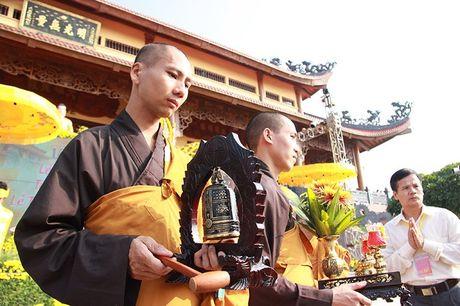 Van nguoi tray hoi hoa cuc chua Ba Vang - Anh 6