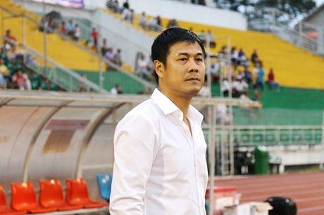 HLV Huu Thang nong long phan cao thap voi thay cu - Anh 1