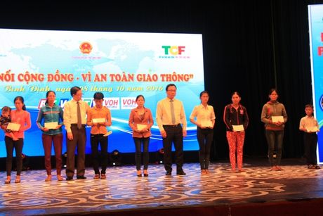 4.000 nguoi tham gia ket noi cong dong - Vi ATGT tai Binh Dinh - Anh 2