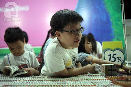 Nguoi dan Ha Noi chen chan mua sach giam gia 2.000 dong trong dem - Anh 12