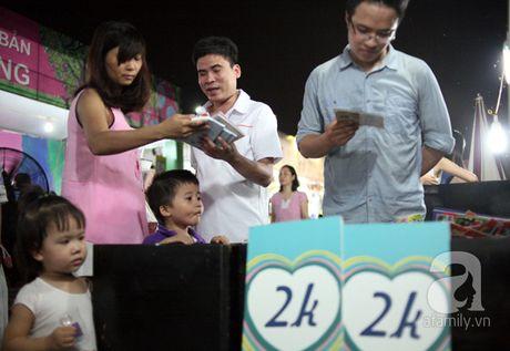 Nguoi dan Ha Noi chen chan mua sach giam gia 2.000 dong trong dem - Anh 2
