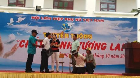 Hoi LHPN Viet Nam: Bieu duong guong nguoi hoan luong vuon len song tot - Anh 2