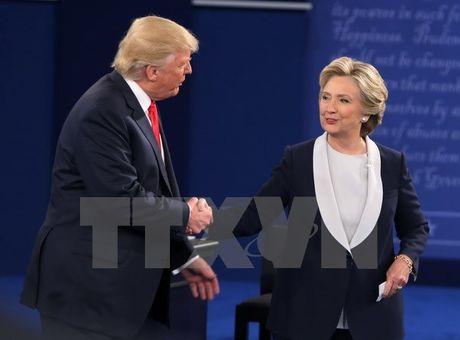 Ba Clinton chien thang trong cuoc tranh luan thu 2 voi ong Trump - Anh 1