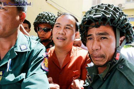 Toa so tham Phnom Penh phat tu nghi sy dang doi lap Um Sam An - Anh 1
