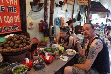 Nhung ly do khach Tay 'phai long' o Ha Noi - Anh 4
