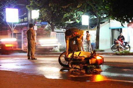 Thanh niên thoi thóp bị bỏ mặc trên đường sau tai nạn