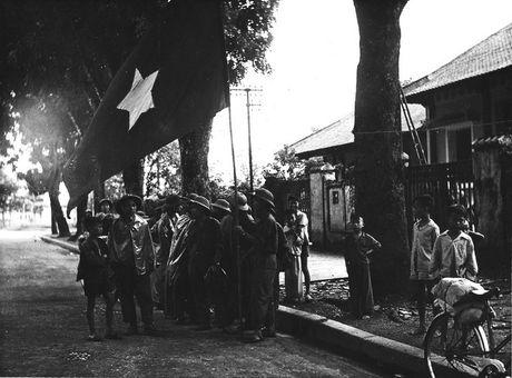 Can canh giay phut chuyen giao quyen luc o HN ngay 10/10/1954 - Anh 11