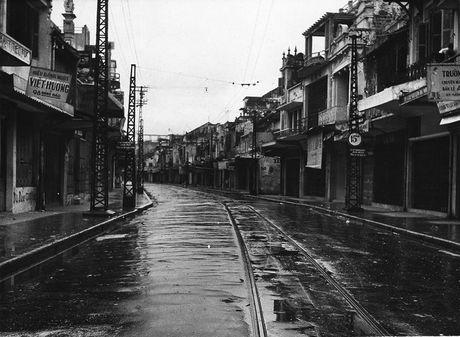 Can canh giay phut chuyen giao quyen luc o HN ngay 10/10/1954 - Anh 1
