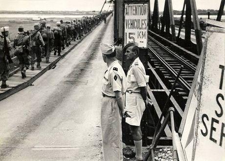 Can canh giay phut chuyen giao quyen luc o HN ngay 10/10/1954 - Anh 3