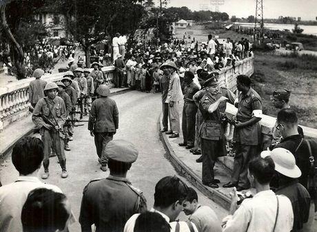 Can canh giay phut chuyen giao quyen luc o HN ngay 10/10/1954 - Anh 5