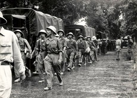Can canh giay phut chuyen giao quyen luc o HN ngay 10/10/1954 - Anh 7