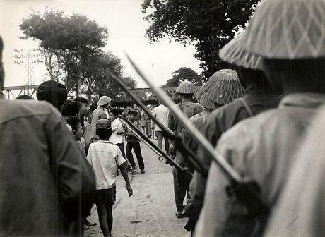 Can canh giay phut chuyen giao quyen luc o HN ngay 10/10/1954 - Anh 9
